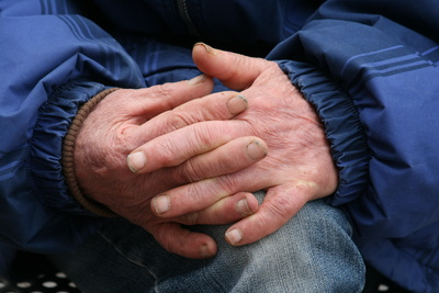 DIE RECHTE fordert: Geld für deutsche Senioren statt für illegale Einwanderer!