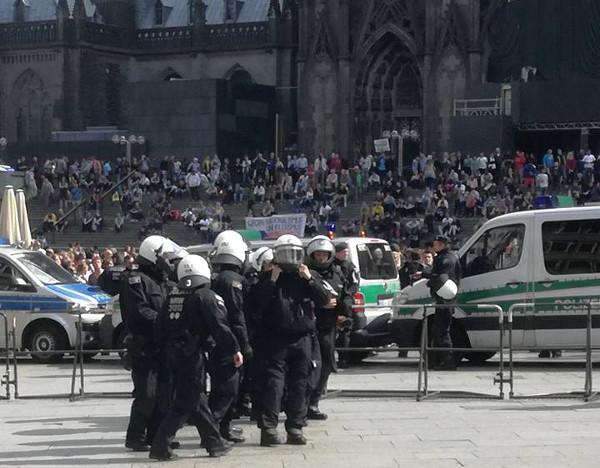 Rechtsbrüche bei Kölner Demo: Ex-Feuerwehrchef Klaus Schäfer reicht Beschwerde ein!