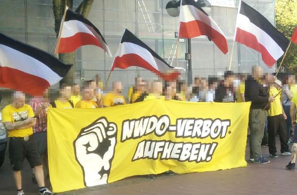 NWDO und Co.: 130 Teilnehmer bei Kundgebung zum Jahrestag der Vereinsverbote!