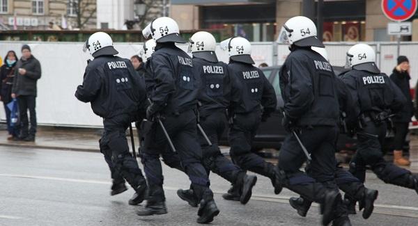 """Dortmund Nächste Runde: Polizei rüstet sich für """"friedliche Silvesterfeierlichkeiten"""" in Dortmund"""
