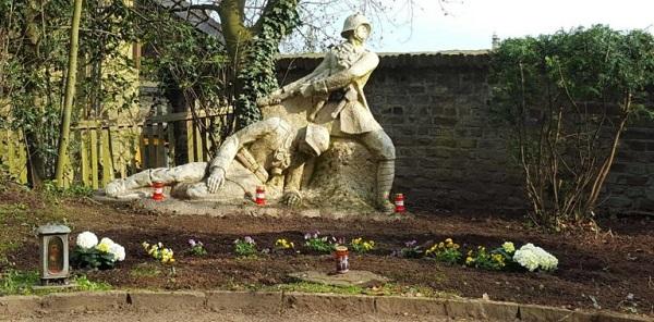 Traditionelle Gräberpflege in Pulheim