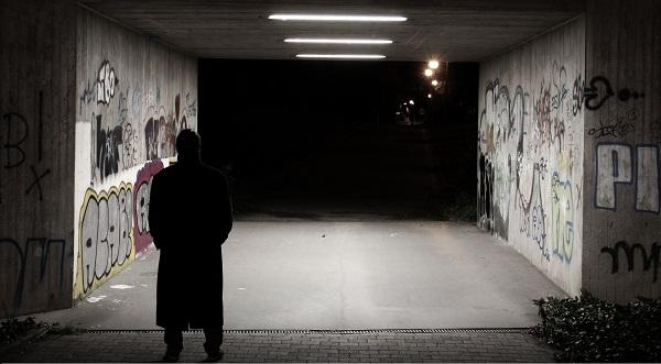 Dortmund-Westerfilde: Dunkelhäutiger Mann raubt Kinder aus!