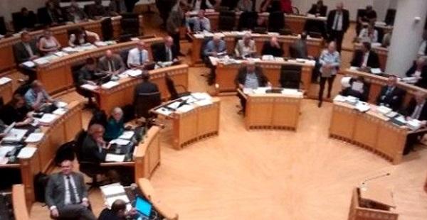 Stadtrat Dortmund: Kämmerer präsentiert neues Haushaltsloch, rechte Gruppe fordert Abschiebungen