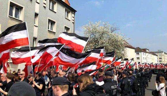 Kurzbericht: Über 700 Nationalisten demonstrieren mitten durch die Dortmunder Innenstadt!