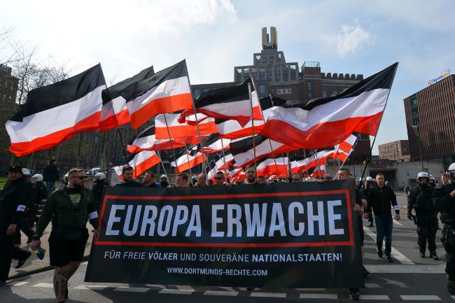 Europa erwache: Der schwarz-weiß-rote Triumphzug in Bildern!