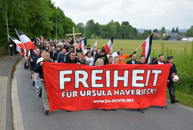 Ursula Haverbeck: 500 Demonstranten setzen vor der JVA Brackwede starkes Zeichen der Solidarität