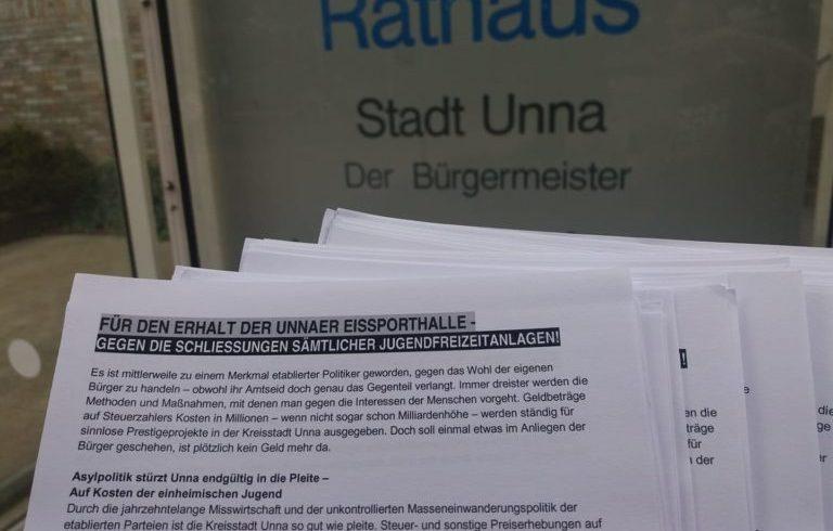 Verteilaktion zum Bürgerprotest: Unnaer Eissporthalle und alle anderen Jugendfreizeiteinrichtungen erhalten!