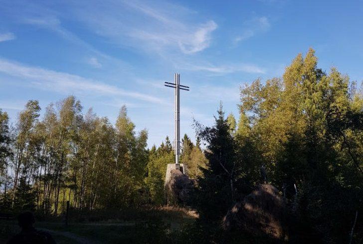 DIE RECHTE Niedersachsen führte Wanderung zum Kreuz des deutschen Ostens durch