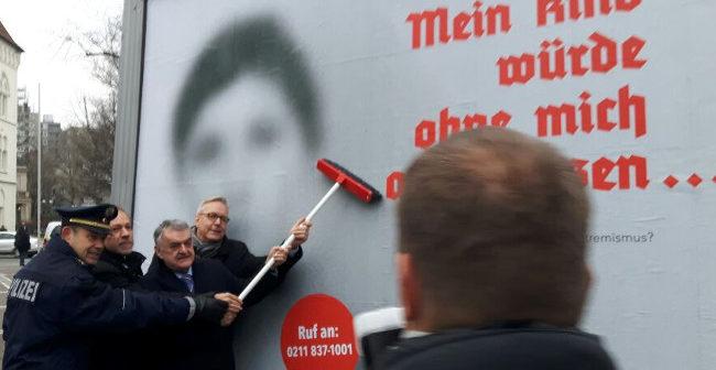 Dorstfeld: Innenminister Reul stellt Aussteigerprogramm für Rechte bei peinlichem PR-Besuch vor