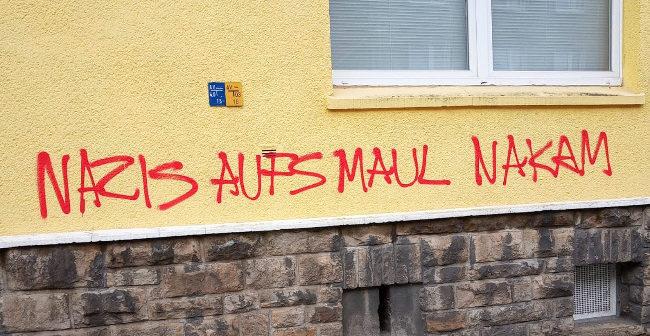 """Linke """"Argumente"""" in Dortmund: Farbschmiererei am Wohnhaus von Bernd Schreyner"""
