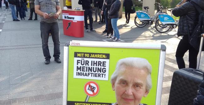 Infostand in Dortmund-Dorstfeld parallel zu gutmenschlicher Anti-Rechts-Veranstaltung