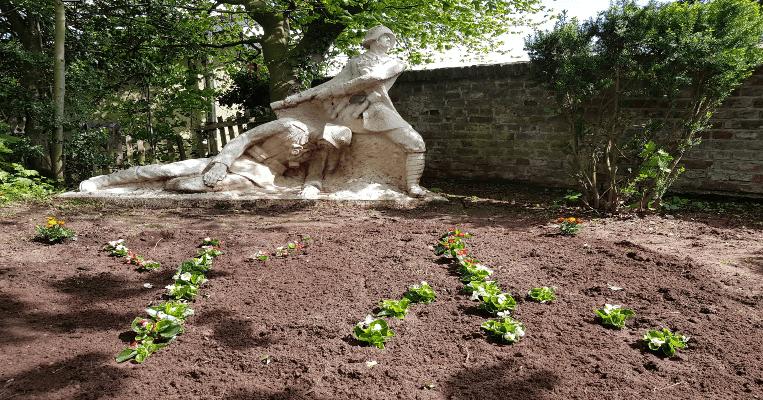8. Mai: Traditionelle Gräberpflege im Rhein-Erft-Kreis