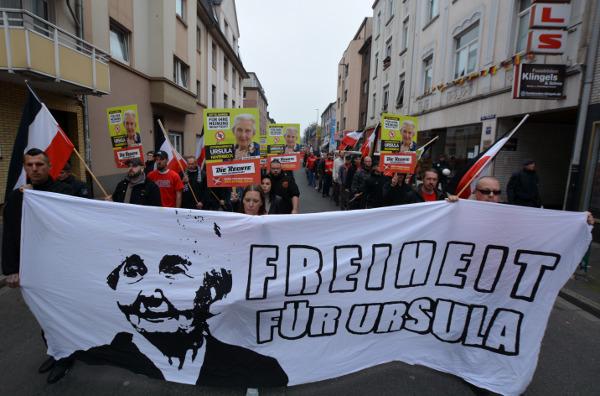 300 Deutsche demonstrieren am Arbeiterkampftag durch Duisburg!
