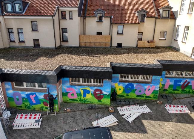 """Dorstfeld: Polizei, Politiker, Pressemeute und vermummte Sprayer fallen im Stadtteil ein und zerstören """"Nazikiez""""-Graffitis!"""
