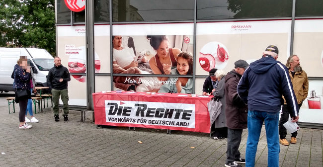 Dortmund: DIE RECHTE mit Infostand beim Evinger Wochenmarkt