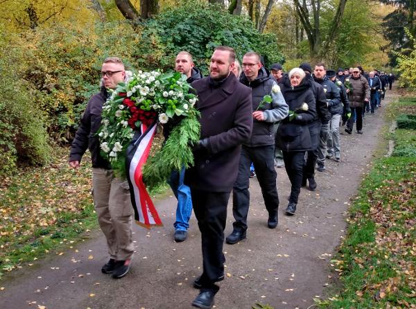 Hauptfriedhof: Nationalisten geben städtischem Gedenken in Dortmund ehrenhaften Charakter!