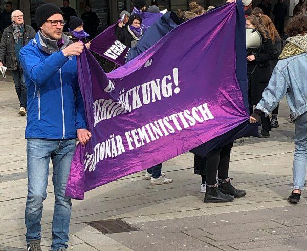 Hildesheim: 6 Nazis, Weltfrauentag und viele fotoscheue CIS-Männer