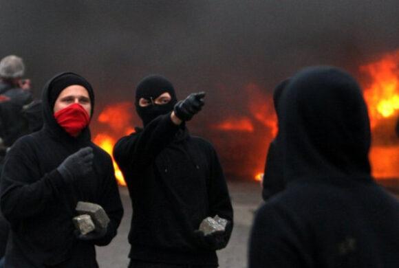 Linke Märchenstunde: Wenn 1 Rechter 7 Antifas angreift, die wild nach der Polizei schreien…