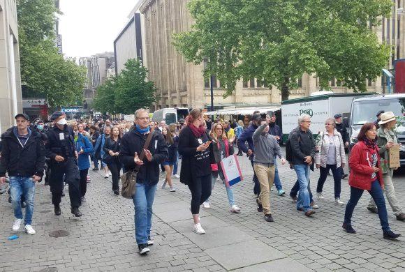 Hunderte protestieren erneut gegen Corona-Beschränkungen / Polizeischikanen gegen Aktivisten von DIE RECHTE werden juristisches Nachspiel haben!