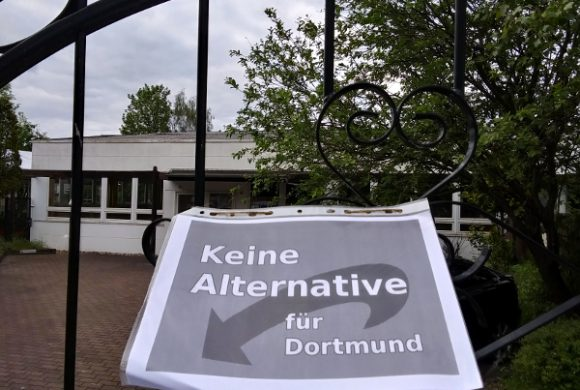 Weichgespülte Mogelpackung statt Alternative: Kreativer, rechter Protest gegen AfD-Parteitag in Dorstfeld!