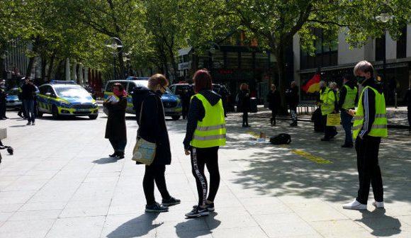 Grundgesetze auf Polizei geworfen: Gelbwesten-Demo in Dortmund aufgelöst!