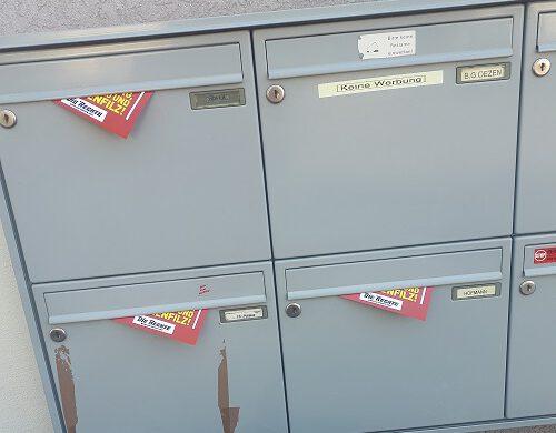 Die Rechte verteilte Flugzettel in Ettlingen
