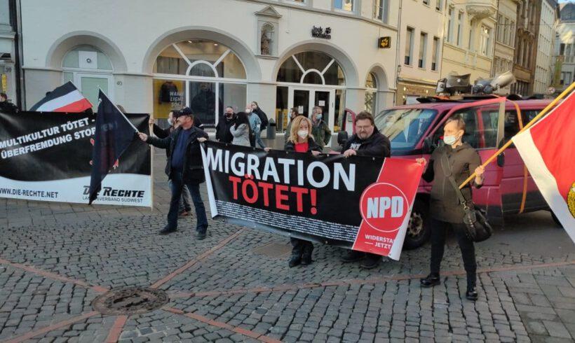 """""""White lives matter!"""" Fackelmarsch in Trier"""