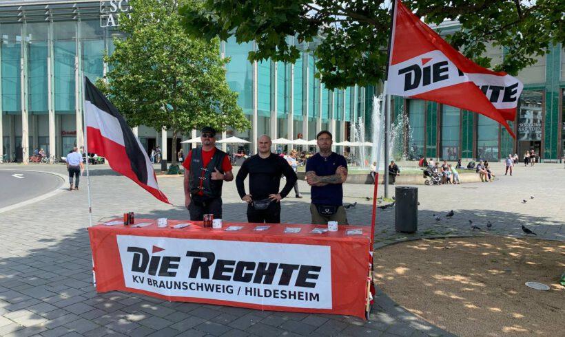Braunschweig: Infostand vor dem Schloss